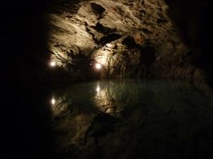 Spiegelungen im unterirdischen See
