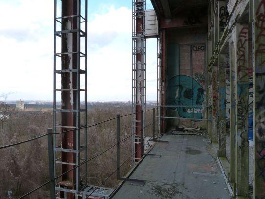 Ausblick aus dem Hauptgebäude (links das Le Corbusier-Hochhaus)